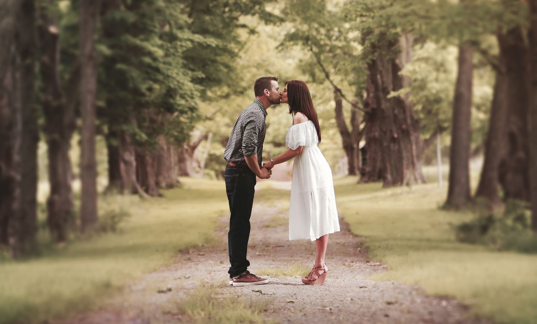granite ridge maine wedding couple