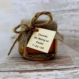wedding favors, rustic wedding, barn, new england, maine, guests, gift bag, honey jar
